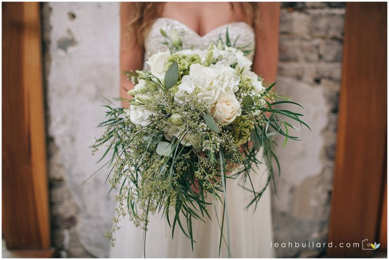 knoxville-wedding-florist-leah-bullard-photo-romantic-bohemian-flowers-affordable-flowy-bouquet-maryville-florist_5183.jpg
